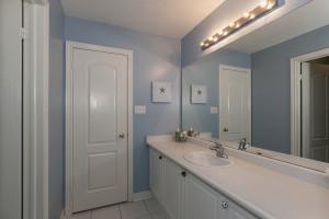 450 Shared Washroom